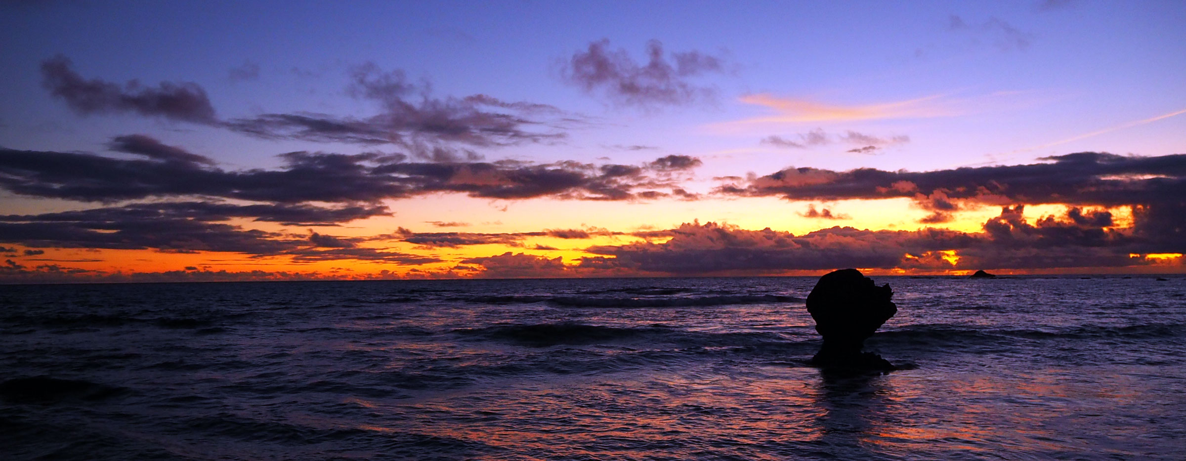 奄美大島の長期滞在可能なペンション【あーりーばーど】 |  土盛ビーチ 子抱岩